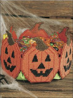 Plastic Canvas - Holiday & Seasonal Patterns - Halloween Patterns - Jack-o'-Lantern Treat Basket
