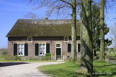 Dwarshuis boerderij bij de kerk van Leur, gemeente Wijchen