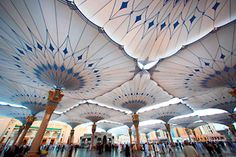Large scale umbrellas (250 units) completed, covering the pilgrims worldwide with membrane architecture : MakMax