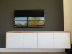 Ikea METOD kastjes en VEDDINGE deurtjes gebruikt om TV kastje te maken. boven- en zijkanten zijn 18mm Rubberwood panelen die ik op maat heb laten zagen bij een lokale houthandel.