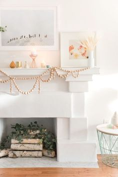 Love this DIY wooden bead garland for the mantle that adds a fun and creative…