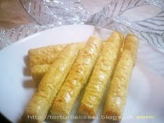 Lissa`s Cakes: Saleuri Hot Dog Buns, Hot Dogs, Romanian Food, Food And Drink, Sweets, Bread, Ethnic Recipes, Cakes, Pastries