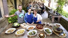 Travel to the interior of Provence when Moveable Feast with Fine Cooking visits Cadenet, France. Host Pete Evans takes a trip to see how the covetable fleur de sel salt […] Pete Evans, Kitchen Confidential, Foods With Gluten, Stuffed Mushrooms, Menu, Vegetables, Cooking, Table Scapes, Wooden Tables