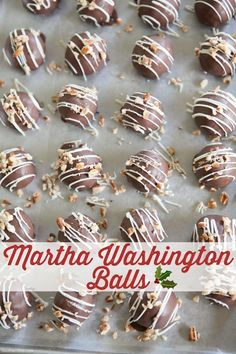 A Little Family Christmas: Martha Washington Balls recipes from Southern Bite. Super easy to make and everyone loves these. christmas recipes for parties Christmas Food Gifts, Christmas Cooking, Christmas Desserts, Family Christmas, Christmas Goodies, Christmas Candy, Christmas Dishes, Christmas Stuff, Candy Recipes