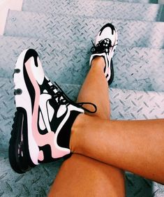 Cute Sneakers, Pink Sneakers, Sneakers Fashion, Fashion Shoes, Sneakers Mode, Fashion Fashion, Runway Fashion, Fashion Outfits, Fashion Trends
