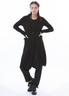 Mantel von RUNDHOLZ - http://dagmarfischermode.de #rundholz #mainline #designer #german #fashion #style #stylish #styles #outfit #shopping #dagmarfischermode #shop #outfit #cool #autumn #fall #winter #lagenlook #oversize #mode #extravagant