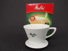 Vintage Kaffee Filter Handfilter aus Keramik Porzellan 3 Loch Melitta 101 50er Jahre von ShabbRockRepublic auf Etsy