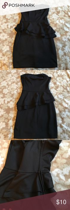 Black dress This dress fits the body really well. It's too small on me now that's why I'm selling! Wet Seal Dresses Strapless