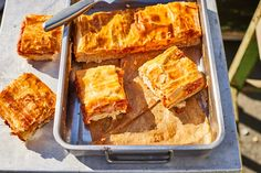 Őrülten finom pizza pite | Street Kitchen Spanakopita, Lasagna, French Toast, Breakfast, Ethnic Recipes, Food, Morning Coffee, Eten, Meals