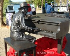 This statue of Indiana composer Hoagy Carmichael was toured teh state prior to being permanently installed at Indiana University's Bloomington campus.   Madison's Chatauqua of the Arts Festival showcased this sculpture along Vaughn Drive in September 2007(?).