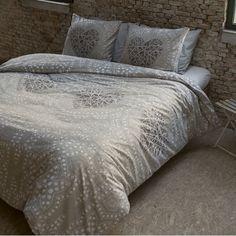 Bavlnené obliečky Vás prekvapia svojou vysokou kvalitou a modernými vzormi. Comforters, Duvet Covers, Nova, Vintage Fashion, Blanket, Bed, Furniture, Home Decor, Style