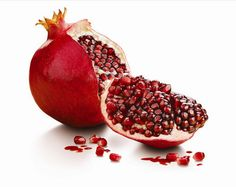 Pomegranate is a delicious fruit to eat. It is super rich in antioxidants and really helpful in flushing out harmful toxins from your body. You can find polyphenols in pomegranates which is a kind of … Pomegranate Health Benefits, Pomegranate Recipes, Pitta, Diy Food, Fruits And Vegetables, Green Veggies, Preserves, Cooking Tips, Clean Eating Tips