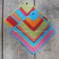 "Karin aan de haak! Pannenlap ""Om het hoekje"", gratis patroon, #haken, #crochet, free pattern (Dutch), potholder"