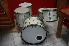 "LUDWIG 'TRANSITION BADGE' WHITE MARINE PEARL SET (22""-13""-16""-16"") FROM 1959 WITH A MATCHING (5.5/14"") SNARE"