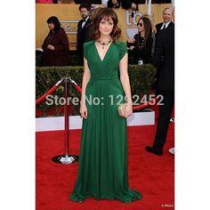 Green dress accessories Evening Dresses, Formal Dresses, Wedding Dresses, New Dress, Dress Up, Celebrity Inspired Dresses, Sag Awards, Chiffon Dress, Green Dress