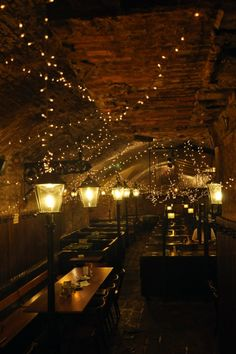 The traditional restaurant zwölf-apostelkeller / Twelve Apostle's cellar in Vienna dates back to 1339. #feelaustria