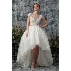 Rochie de mireasa asimetrica, cu talia marcata in dantela, princess look. O linie indrazneata de rochie de mireasa, scurta in fata si lunga in spate. Aplicatiile manuale din dantela ii dau o linie pretioasa si eleganta. Bridal Dresses, Prom Dresses, Formal Dresses, Talia, Look, Fashion, Princess, Simple Lines, Wedding Dresses