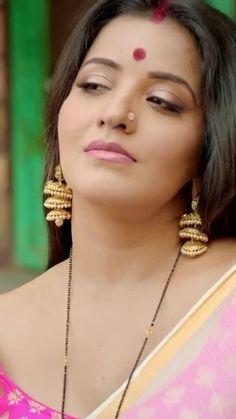 Thinking something Hott Bollywood Actress Hot Photos, Beautiful Bollywood Actress, Bollywood Fashion, Beautiful Girl Indian, Most Beautiful Indian Actress, Simply Beautiful, Beauty Full Girl, Beauty Women, Actress Priyanka