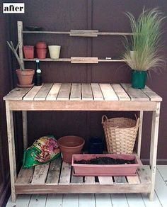 pallet table- This would be great by the bathroom window. Good use of space that is barren.