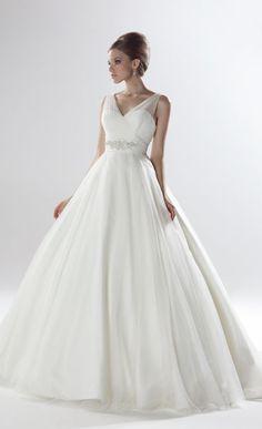 Wedding Gowns From The 40S   Ellis Bridal full skirted wedding dress 11228