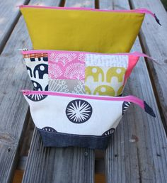open wide zippered pouch tutorial size chart - Noodlehead  ==http://www.noodle-head.com/2012/06/open-wide-zippered-pouch-tutorial-size.html