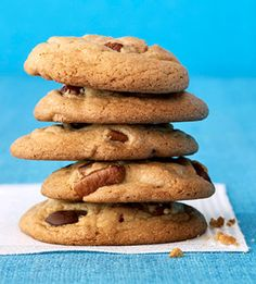 Craving something salty, cheesy, greasy, or generally evil? Save yourself the guilt and whip up one of our good-for-you versions of your favorite bad-for-you recipes. With healthy recipes for chocolate chip cookies Chocolate Chip Cookies Ingredients, Healthy Chocolate Chip Cookies, Chocolate Chip Cookie Dough, Healthy Cookies, Healthy Dessert Recipes, Chocolate Recipes, Cookie Recipes, Delicious Desserts, Yummy Food