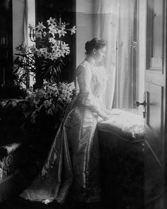 Grand Duchess Elisabeth Feodorovna Romanova of Russjia. Alexandra Feodorovna, Royal Photography, Royal King, Imperial Russia, Beautiful Family, King Queen, Old Photos, Vintage Art, Royalty