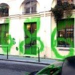 Un acto de rebeldía o una expresión de arte, ¿cómo se le puede llamar a la nueva intervención hecha por el famoso grafitero francés KIDULT en la tienda de MARC JACOBS, en París? Quizás arte, entendiendo a éste como la actividad u obra hecha por el hombre con el fin de comunicar o crear una …