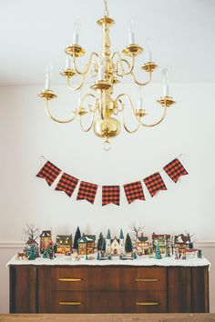 Holiday home tour with simple, traditional Christmas decorations.
