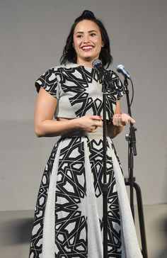 Demi Lovato performs at Meet The Musician- Demi Lovato,'Confident'