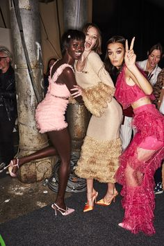 Sonny Vandevelde - Alice McCall Resort 2020 Fashion Show Sydney Backstage Dope Fashion, Fashion Show, Sydney Fashion Week, Models Backstage, Alice Mccall, Haute Couture Fashion, Paris, Dresses For Teens, Classy Dress