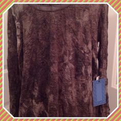 Simply Vera Vera Wang Crinkle Tee L/S Top Lrg NWT This is a brand new with tags Simply Vera Vera Wang Crinkle Tee.  Long sleeve, beautiful top.  Size large.  90% polyester, 10% rayon. Simply Vera Vera Wang Tops Tees - Long Sleeve