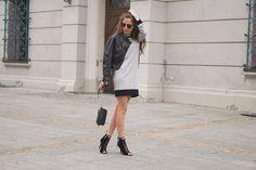 Jerseykleid richtig kombinieren? Jerseykleider wirken immer sehr casual und sportlich. Die richtige Kombination macht es Büro und Partytauglich. Kombiniere dein Jerseykleid mit einer frechen Lederjacke, Schnür High-Heels und einer kleinen schwarzen Umhängetasche. Ein Must-Have in jedem Kleiderschrank! Naoko ab dem 24.03.2017 bei uns im Shop #streetstyle #fashion #inspiration #jersey #kleid #kombination #brands4friends #naoko