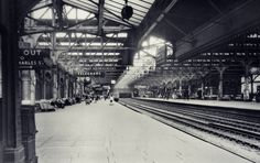 Birmingham Snow Hill This fine Edwardian station was demolished in 1977 despite a public outcry. The historic fabric was razed and trains on the old Great Western line to Leamington were termin… Birmingham City Centre, Old Train Station, Steam Railway, Birmingham England, Train Pictures, Great Western, Hill Station, Train Travel, Beautiful Buildings