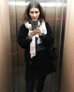 Kinda getting into these elevator selfies. My face at 8am doesn't look too awake though   #selfie #elevatorselfie #germanblogger #blogger_de #fashionblogger #spanishblogger #andotherstories #mango #levis #fashion #scarf #pinkscarf #skirt #blackskirt #bomber #bomberjacket #bombers #bomberjacke #jeans #leatherbag #iphone6splus #ootd #lifestyleblogger