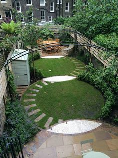 Regent's Park Terrace: classic Garden by Aralia garten design Regent's park terrace: garden by aralia, classic stone Circular Garden Design, Small Patio Design, Garden Design Plans, Modern Garden Design, Small Garden Layout, Circular Lawn, Small Garden Plans, Narrow Garden, Terrace Garden