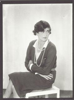 1930..........COCO CHANEL.......PHOTO DE MAN RAY...........SOURCE FANTOMAS EN CAVALE.TUMBLR.COM........................