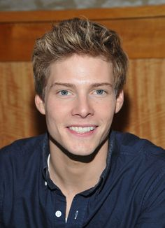 ((FC Hunter Parrish)) Hey I'm Adam! I'm Daina's older brother and I'm 19 years old. I'm single so hit me up.