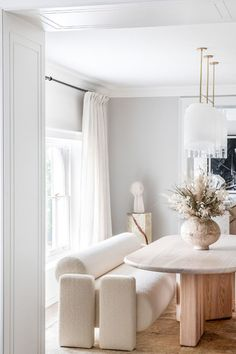 Pierre Jeanneret, Interior Inspiration, Room Inspiration, Daily Inspiration, Home Interior Design, Interior Decorating, Perriand, Interior Minimalista, Piece A Vivre