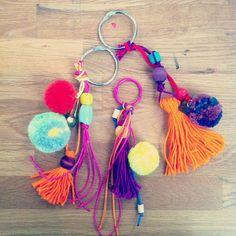 DIY tassel and pom poms keychains // Diy For Kids, Crafts For Kids, Diy And Crafts, Arts And Crafts, Pom Pom Crafts, Ideias Diy, Craft Night, Diy Accessories, Handicraft