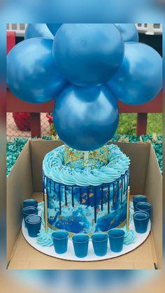 Alcohol Birthday Cake, Queens Birthday Cake, Birthday Cake For Father, Blue Birthday Cakes, Alcohol Cake, Birthday Cupcakes, Cinderella Cake Pops, Cake Design For Men, Ocean Cakes