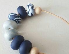 Collar de abalorios de arcilla de polímero / arcilla marina de guerra de azul y plata collar de abalorios / arcilla del polímero / joyas de arcilla / arcilla joyería / collar de abalorios /