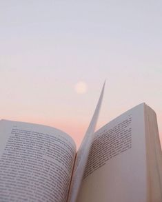 really good books Beach Aesthetic, Book Aesthetic, White Aesthetic, Aesthetic Photo, Aesthetic Pictures, Aesthetic Makeup, Photo Wall Collage, Picture Wall, Aesthetic Backgrounds