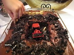 Mike Mulligan construction cake and more activities for learning with Mike Mulligan. Five In A Row, The Row, Virginia Lee Burton, Dirt Cake, Pot Belly Pigs, Fun Activities, Reading Activities, Educational Activities, Little Books