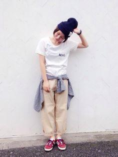 """胸元のロゴがポイントユニセックスで着まわせる""""MHL.のTシャツ""""をワードローブに1枚いかが Khaki Pants, Normcore, Fashion News, Style, Ideas, Swag, Khakis, Thoughts, Outfits"""