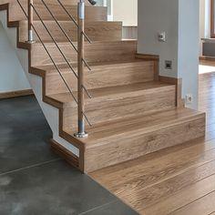 Znalezione obrazy dla zapytania jasna podloga schody drewniane