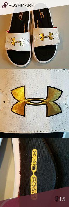 Under Armour slides Great condition. Soft foam Under Armour Shoes Sandals & Flip-Flops