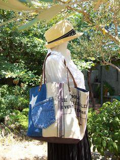 Sac cabas en coton écru rayé bleu gris avec écriture , toile de jean , simili , étoile et anses en cuir : Sacs à main par cocoon-by-ln