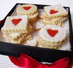 Citromhab: Linzer eperkrémmel Strawberries And Cream, Sweet Desserts, Cheesecake, Strawberry, Lemon, Snacks, Recipes, Food, Appetizers