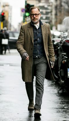 http://www.mensfashionmagazine.com/a-style-guide-of-how-not-to-overdress